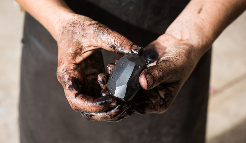 Coal jewellery Sophia Emmett